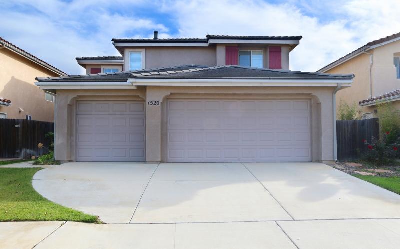 1520 Oak Crest Way, Santa Maria, CA 93454